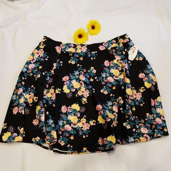 4ba3b186d74 Ashley Nell Tipton Boutique Women s Floral Skirt